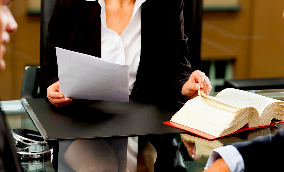 Ce intrebari se adresezi unui avocat inainte de a-l angaja pentru un caz?